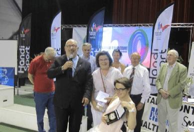 Arbitrage – Remise de trophée lors du Championnat de France Open Handisport d'Haltérophilie